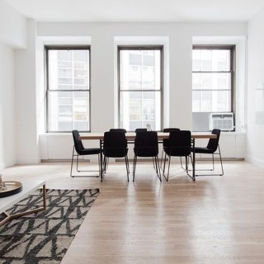 Użyteczne i praktyczne właściwości podłogi z tworzywa sztucznego